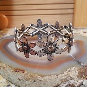2 tone Flower stretch bracelet GUC